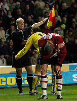 Photo: Richard Lane.<br />Southampton v Arsenal. Barclaycard Premiership.<br />29/12/2003.<br />Ray Parlour argues with the linesman after a challenge on Danny Higginbottom.