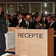 Nieuwjaarsreceptie 1999 Rabobank Huizen, Jan van der mark spreekt personeel en klanten toe