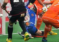 NEW DELHI -  Een redding van keeper Jaap Stockmann tijdens de kwart finale van  de finaleronde van de Hockey World League tussen de mannen van Nederland en Duitsland . ANP KOEN SUYK
