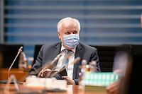 02 DEZ 2020, BERLIN/GERMANY:<br /> Horst Seehofer, CSU, Budnesinnenminister, , mit Mund-Nase-Maske, vor Beginn einer Kebinettsitzung, Internationaler Konferenzsaal, Bundeskanzleramt<br /> IMAGE: 20201202-01-002<br /> KEYWORDS: Sitzung, Kabinett, Atemmaske, Maske, Corvid-19, Corona, Pandemie