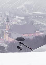 22.02.2019, Bergiselschanze, Innsbruck, AUT, FIS Weltmeisterschaften Ski Nordisch, Seefeld 2019, Nordische Kombination, Skisprung, im Bild ein Regenschirm auf einer TV Kamera montiert // an umbrella mounted on a TV camera during the Ski Jumping competition for Nordic Combined of FIS Nordic Ski World Championships 2019. Bergiselschanze in Innsbruck, Austria on 2019/02/22. EXPA Pictures © 2019, PhotoCredit: EXPA/ JFK