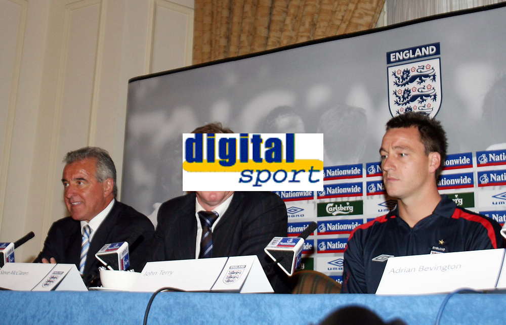Photo: Chris Ratcliffe.<br />England Press Conference. 11/08/2006.<br />Terry Venables, Steve McClaren, and John Terry address the media.