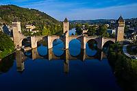 France, Lot (46), Cahors, le pont Valentré, pont fortifié du 14e siècle, classé classé Patrimoine Mondial de l'UNESCO // France, Lot (46), Cahors, the Valentré bridge, 14th century fortified bridge, listed as World Heritage by UNESCO