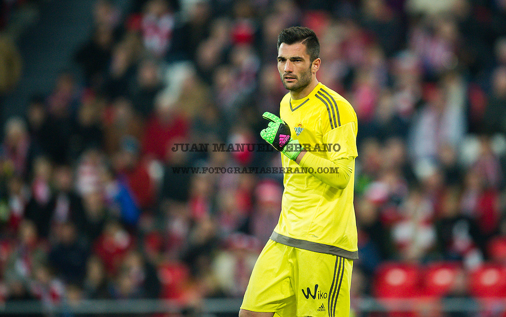 BILBAO, SPAIN - MARCH 13: Antonio Adan of Real Betis Balompie reacts during the La Liga match between Athletic Club Bilbao and Real Betis Balompie at San Mames Stadium on March 13, 2016 in Bilbao, Spain.  (Photo by Juan Manuel Serrano Arce/Getty Images)