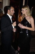 Tom Ford and Jodie Kidd. David Bailey dinner hosted by Lucy Yeomans at Gordon Ramsay at Claridge's. 12 November 2001. © Copyright Photograph by Dafydd Jones 66 Stockwell Park Rd. London SW9 0DA Tel 020 7733 0108 www.dafjones.com