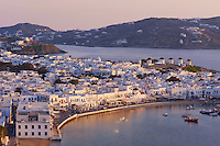 Grece, les Cyclades, Iles Egéennes, Ile de Mykonos, Ville de Chora, les cinq moulins (Kato Mili), vieux port // Greece, Cyclades, Mykonos island, Chora, Mykonos town, five windmills (Kato Mili), old harbour