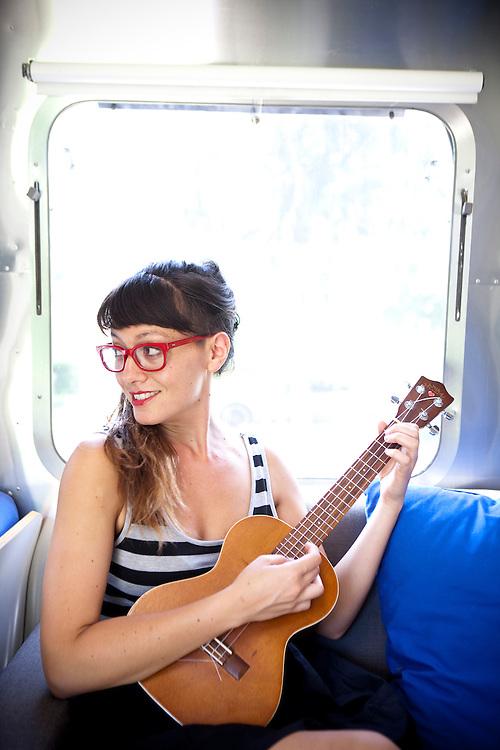 Liza Maxine, Austin uke player and songwriter