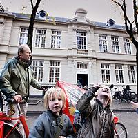 Nederland, Amsterdam , 20 oktober 2010..De geheel gerenoveerde Dr. Rijk Kramerschool op de Oldenbarneveldstraat waaronder de gevel..Foto:Jean-Pierre Jans