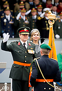 Koning Willem-Alexander vergezeld door  koningin maxima  reikt de Willems-Orde uit aan het Korps Commando troepen. Deze eenheid wordt onderscheiden voor hun buitengewone inzet in Afghanistan. <br /> <br /> Commando Corps given Tuesday at the Courtyard by King Willem-Alexander and queen Maxima , the oldest and highest distinction of the Netherlands: the Military Order of William. The elite unit with the green beret which gets for his action in Afghanistan from 2005 to 2010. It is the first time since 1947 that a Dutch unit receives this bravery.