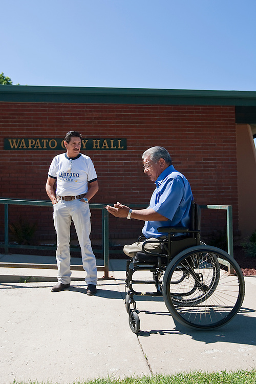Wapato Mayor Jesse Farias chats with Richardo Reyes, his cousin-in-law, outside city hall. PHOTO BY KAI-HUEI YAU//KAIPHOTO.NET//541.221.2586