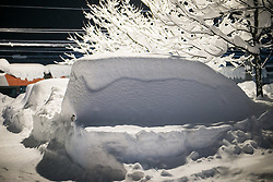 01.02.2014, Bahnhof, Lienz, AUT, Schneefälle in Oberkärnten und Osttirol, im Bild überall das gleiche Bild, eingeschneite Autos auf den Parkplätzen. Bis tief in die Nacht waren Einsatzkräfte damit beschäftigt die Strassen und Gehwege von den Schneeemassen zu räumen. Über Nacht vielen bis zu 1,2 Meter Neuschnee in weiten Teilen Oberkärnten und Osttirols und forderten bereits zwei Todesopfer. EXPA Pictures © 2014, PhotoCredit: EXPA/ JFK