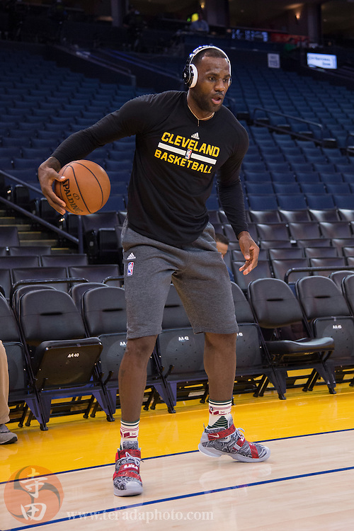December 25, 2015; Oakland, CA, USA; Cleveland Cavaliers forward LeBron James (23) dribbles while wearing Beats headphones before a NBA basketball game on Christmas against the Golden State Warriors at Oracle Arena. The Warriors defeated the Cavaliers 89-83.