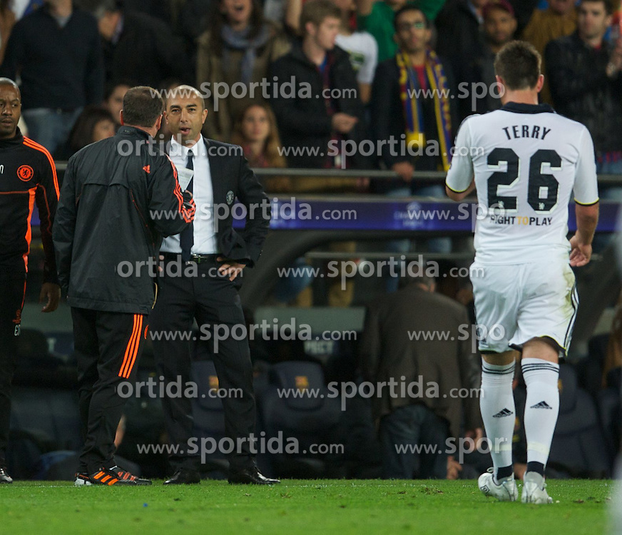 24.04.2012, Stadion Camp Nou, Barcelona, ESP, UEFA CL, Halblfinal-Rueckspiel, FC Barcelona (ESP) vs FC Chelsea (ENG), im Bild Chelsea's manager Roberto Di Matteo looks on as captain John Terry walks off after being sent off during the UEFA Championsleague Halffinal 2st Leg Match, between FC Barcelona (ESP) and FC Chelsea (ENG), at the Camp Nou Stadium, Barcelona, Spain on 2012/04/24. EXPA Pictures © 2012, PhotoCredit: EXPA/ Propagandaphoto/ David Rawcliff..***** ATTENTION - OUT OF ENG, GBR, UK *****