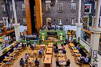 République d'Irlande, Dublin, Powerscourt Townhouse Centre, complexe de restaurant et de boutiques chics // Republic of Ireland, Dublin, Powerscourt Townhouse Centre, mall and restaurant