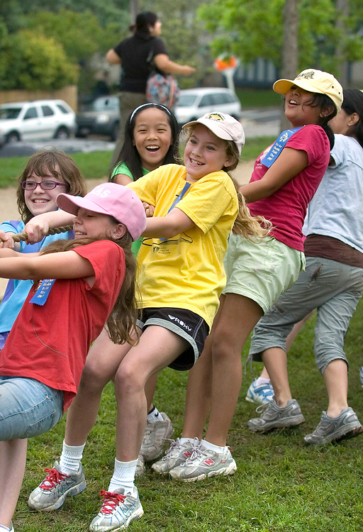 Austin, Texas:   All girls team at a rope pull event for  5th graders at Barton Hills Elementary 'outdoor olympics' to wrap up the school year.  May 8, 2007  ©Bob Daemmrich /