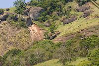 Brasil - ES - Vila Velha - 03/01/2016 - Deslizamento de pedras no morro da Boa Vista, bairro Sao Torquato, em Vila Velha. Quatro vítimas sem ferimentos graves foram identificadas Foto: Jansen Lube/Mosaico Imagem