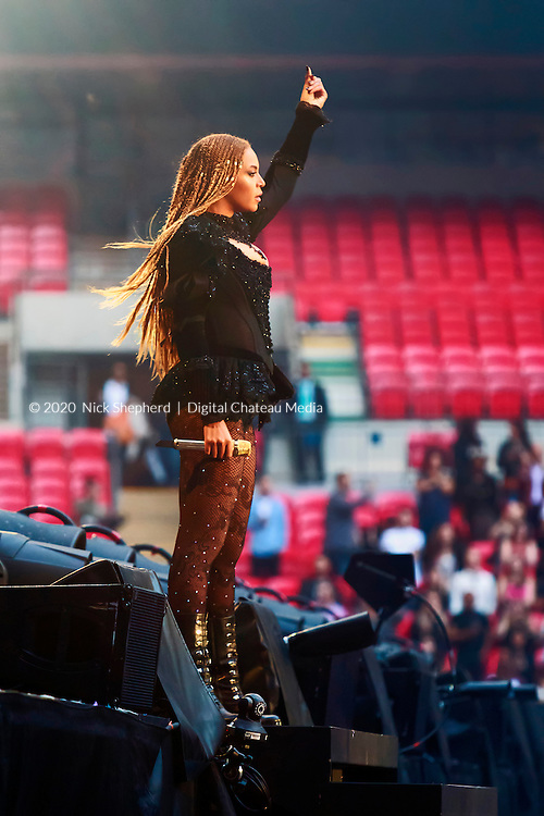 Beyoncé on stage interacting with the crowd - The Formation World Tour - Wembley Stadium - July 03 2016 - EDITORIAL USE ONLY