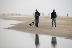 Strand wandeling, Caluwe Stefan, Oostduinkerke Bad 2020<br /> © Hippo Foto - Dirk Caremans<br /> 29/11/2020