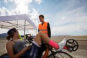Aniek Rooderkerken is aan het warmrijden. Het Human Power Team Delft en Amsterdam, dat bestaat uit studenten van de TU Delft en de VU Amsterdam, is in Amerika om tijdens de World Human Powered Speed Challenge in Nevada een poging te doen het wereldrecord snelfietsen voor vrouwen te verbreken met de VeloX 7, een gestroomlijnde ligfiets. Het record is met 121,44 km/h sinds 2009 in handen van de Francaise Barbara Buatois. De Canadees Todd Reichert is de snelste man met 144,17 km/h sinds 2016.<br /> <br /> With the VeloX 7, a special recumbent bike, the Human Power Team Delft and Amsterdam, consisting of students of the TU Delft and the VU Amsterdam, wants to set a new woman's world record cycling in September at the World Human Powered Speed Challenge in Nevada. The current speed record is 121,44 km/h, set in 2009 by Barbara Buatois. The fastest man is Todd Reichert with 144,17 km/h.