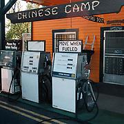 Reis Amerika, Tankstation Chinese Camp bij Yosemite Park
