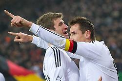 15-11-2011 VOETBAL: DUITSLAND - NEDERLAND: HAMBURG<br /> Jubel nach dem 2-0 durch Miroslav Klose und Thomas Mueller <br /> ***NETHERLANDS ONLY***<br /> ©2011-FRH- NPH/Kokenge
