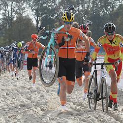 07-11-2020: Wielrennen: EK Veldrijden: Rosmalen<br />Tim van Dijke, (54) Ivan Feijo Alberte