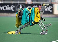 ALMERE -training, shirts, winkelwagentje, attributen, training, trainen, voor  de  TULP hoofdklasse competitie wedstrijd heren,    Almeerse HC-Oranje Rood (2-4).   COPYRIGHT KOEN SUYK