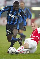 MILANO 25/11/2003 <br />Champions League Inter Arsenal 1-5<br />Obafeme Martins (Inter) contrastato da Pascal Cygan (Arsenal)<br />Obafeme Martins (Inter) challenged by Pascal Cygan (Arsenal)<br />Photo Andrea Staccioli GRAFFITI