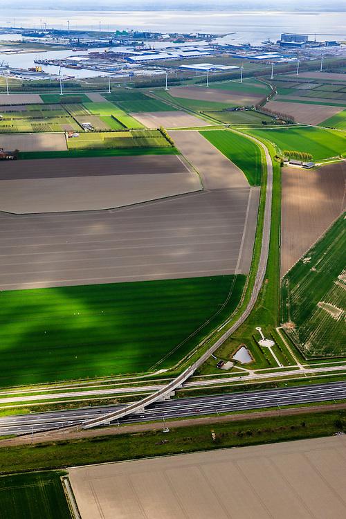 Nederland, Zeeland, Vlissingen-Oost, 09-05-2013; Nieuwe Sloelijn, goederenspoorlijn tussen het Sloegebied en de spoorlijn tussen Roosendaal en Vlissingen (Zeeuwse lijn). Intakking op havenspoorlijn, Sleohaven in het verschiet.<br /> New Sloelijn, freight railway line between the harbor and the railway line between Vlissingen and Roosendaal (Zeeland line).<br /> luchtfoto (toeslag op standard tarieven);<br /> aerial photo (additional fee required);<br /> copyright foto/photo Siebe Swart.