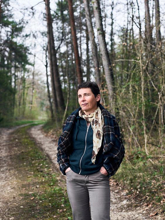 Dominique Moreau, Champagne Marie-Courtin, in a wood near her vineyard. Polisot, France. April 12, 2018.<br /> Dominique Moreau, Champagne Marie-Courtin, dans le bois jouxtant son champs de vigne. Polisot, France. 12 avril, 2018.