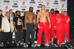 24.04.2015, Madison Square Garden, New York, USA, WBA, Wladimir Klitschko vs Bryant Jennings, Wiegen, im Bild l-r. Bryant Jennings und Wladimir Klitschko beim wiegen // during weighing for IBF, WBO and WBA world heavyweight title boxing fight between Wladimir Klitschko of Ukraine and Bryant Jennings of the USA at the Madison Square Garden in New York, United Staates on 2015/04/24. EXPA Pictures © 2015, PhotoCredit: EXPA/ Eibner-Pressefoto/ Kolbert<br /> <br /> *****ATTENTION - OUT of GER*****