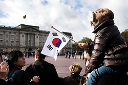 © Licensed to London News Pictures. 05/11/2013. London, United Kingdom.  Korean supporters wait outside buckingham Palace.  A State Visit to the UK by President of the Republic of Korea, Park Geun-hye. Photo credit : Andrea Baldo/LNP