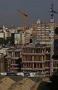 Aspecto geral da construção de um centro comercial, situado na zona do Kinaxixi em Luanda, que está a ser edificado pela empresa de construção portuguesa Somague.