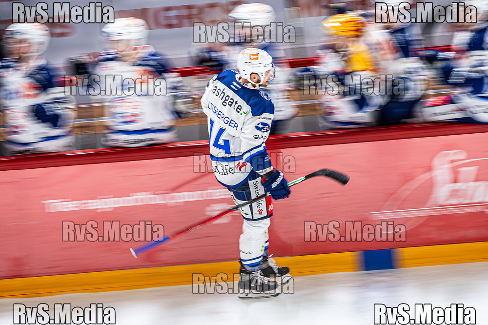 LAUSANNE, SWITZERLAND - OCTOBER 01: Chris Baltisberger #14 of ZSC Lions celebrates his goal with teammates during the Swiss National League game between Lausanne HC and ZSC Lions at Vaudoise Arena on October 1, 2021 in Lausanne, Switzerland. (Photo by Robert Hradil/RvS.Media)