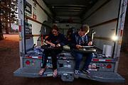 Bij hun verblijf in Westwood werken de technici aan de Velox om de fiets gereed te maken voor het testen tijdens de acclimatisatie. Het Human Power Team Delft en Amsterdam, dat bestaat uit studenten van de TU Delft en de VU Amsterdam, is in Amerika om tijdens de World Human Powered Speed Challenge in Nevada een poging te doen het wereldrecord snelfietsen voor vrouwen te verbreken met de VeloX 8, een gestroomlijnde ligfiets. Het record is met 121,81 km/h sinds 2010 in handen van de Francaise Barbara Buatois. De Canadees Todd Reichert is de snelste man met 144,17 km/h sinds 2016.<br /> <br /> With the VeloX 8, a special recumbent bike, the Human Power Team Delft and Amsterdam, consisting of students of the TU Delft and the VU Amsterdam, wants to set a new woman's world record cycling in September at the World Human Powered Speed Challenge in Nevada. The current speed record is 121,81 km/h, set in 2010 by Barbara Buatois. The fastest man is Todd Reichert with 144,17 km/h.