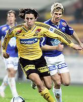 Fotball 29. oktober 2005, tippeliga, LSK vs Molde, Robert Koren, LSK og Magnus Kihlberg, Molde<br /> Foto Kurt Pedersen