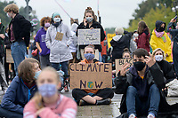 "25 SEP 2020, BERLIN/GERMANY:<br /> Junge Frau mit Schild ""Climate Justice Now"", Fridays for Future Demonstration fuer Massnahmen gegen den Klimawandel, Brandenburger Tor, Strasse des 17. Juni<br /> IMAGE: 20200925-01-019<br /> KEYWORDS: Protest, Demonstrant, Demonstranten, Demonstratin, Schueler, Schüler, Klimakatastrophe, FFF, Mundschutz, Mund-Nase-Schutz, Abstand"