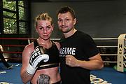 BOXEN: Hamburg Giants Professional Boxing, Hamburg. 01.08.2020<br /> Natalie Zimmermann und Trainer Christian Morales<br /> © Torsten Helmke