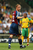 Photo: Chris Ratcliffe.<br /> Norwich City v Newcastle United. Pre Season Friendly. 26/07/2006.<br /> Nicky Butt of Newcastle gives the thumbs up.