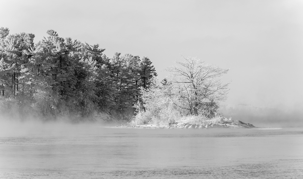 https://Duncan.co/small-frosty-island-black-and-white