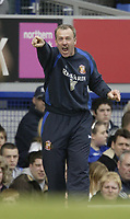 Photo: Aidan Ellis.<br /> Everton v Sunderland. The Barclays Premiership. 01/04/2006.<br /> Sunderland manager Kevin Ball yells out instructions as he gains his first point as manager