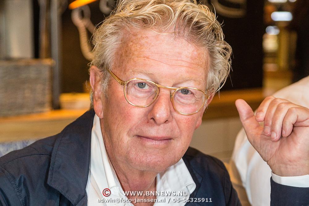 NLD/Amsterdam/20160616 - Gordon arriveert als gasthoofdredacteur bij presentatie van LXRY Magazine, Jan des Bouvrie