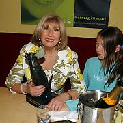 Radio 2 Gala vh Nederlandse Lied 2005, Willeke Alberti en kleindochter Estelle