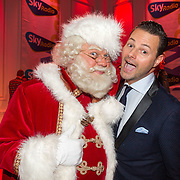 NLD/Hilversum/20151207- Sky Radio's Christmas Tree for Charity, Fred van Leer en de kerstman