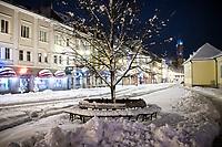 Bialystok, 26.01.2017. Nocny Bialystok pod sniegiem. Po całodobowych obfitych opadach sniegu miasto zostalo przykryte 30 cm warstwa bialego puchu. N/z Rynek Kosciuszki fot Michal Kosc / AGENCJA WSCHOD