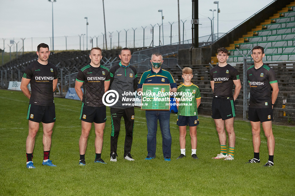 08-07-21, Club Na Mhi Jersey Square Presentations at Pairc Tailteann.<br />Pictured, L-R, Donal Keogan, Ronan Ryan, Andy McEntee, Jason Plunkett, Kayden Plunkett, Cathal Hickey, Shane McEntee<br />Photo: David Mullen / www.quirke.ie ©John Quirke Photography, Proudstown Road Navan. Co. Meath. 046-9079044 / 087-2579454.<br />ISO: 2000; Shutter: 1/250; Aperture: 5;
