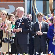 NLD/Veenendaal/20120430 - Koninginnedag 2012 Veenendaal, koninging Beatrix, Willem-Alexander en partner Maxima, Magriet