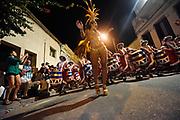 20160204/ Nicolas Celaya - adhocFOTOS/ URUGUAY/ MONTEVIDEO/ PALERMO/ Comparsa la Facala se prepara y participa del desfile de Llamadas 2016 en el barrio Palermo de Montevideo. <br /> En la foto: Comparsa la Facala se prepara y participa del desfile de Llamadas 2016 en el barrio Palermo de Montevideo. Foto: Nicolás Celaya /adhocFOTOS