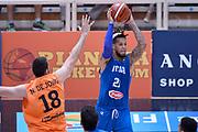 DESCRIZIONE : Trento Nazionale Italia Uomini Trentino Basket Cup Italia Paesi Bassi Italy Netherlands <br /> GIOCATORE : Daniel Hackett<br /> CATEGORIA : passaggio<br /> SQUADRA : Italia Italy<br /> EVENTO : Trentino Basket Cup<br /> GARA : Italia Paesi Bassi Italy Netherlands<br /> DATA : 30/07/2015<br /> SPORT : Pallacanestro<br /> AUTORE : Agenzia Ciamillo-Castoria/Max.Ceretti<br /> Galleria : FIP Nazionali 2015<br /> Fotonotizia : Trento Nazionale Italia Uomini Trentino Basket Cup Italia Paesi Bassi Italy Netherlands