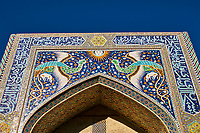 Ouzbekistan, Boukhara, patrimoine mondial de l Unesco, Madrasa Nadir Divanbegi, portail avec des oiseaux fantastiques // Uzbekistan, Bukhara, Unesco world heritage, Khanaka Nadir Divanbegi, portal with the fantastic birds